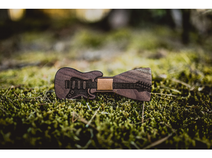 Brown guitar  Exkluzivní dřevěný motýlek Brown guitar ve tvaru kytary.