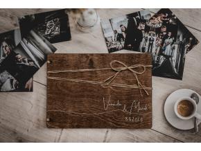 Svatební fotoalbum #line  Dřevěné fotoalbum se stylovým vzorem s nepravidelnou linkou přes celé fotoalbum..