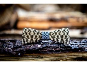 Crossline  Motýlek Crossline s elegantním vzorem z dubového dřeva a vzorovaným středem.