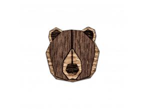 Bear brooch  Naše brože vyrábíme zrůzných druhů dřeva, které ksobě navzájem ladí. Jejím unikátním zpracováním dokonale oživíte celý Váš outfit.