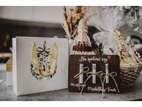 Svatební dřevěné blahopřání  Obdarujte novomanžele stylově.