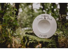 Hluboký svatební talíř  Originální hluboký talíř na polévku s dřevěnými prvky.