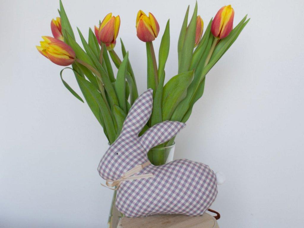 zajic jarni dekorace ruzovo sedy kanafas kosticky DSC 0403
