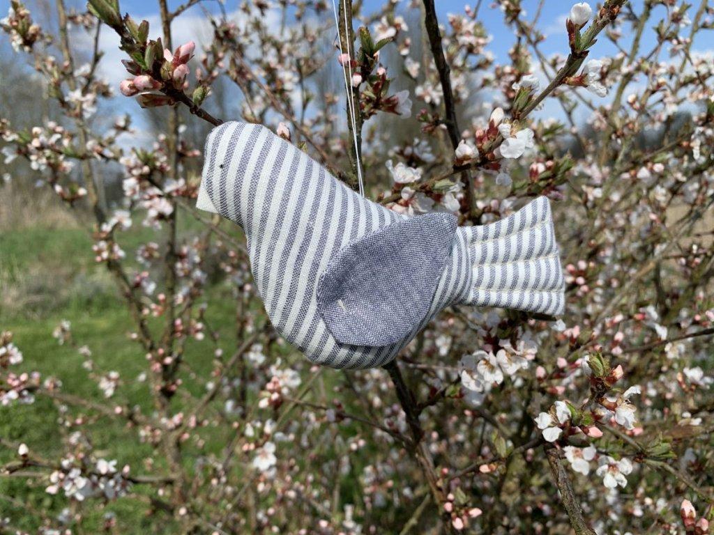 Ptáčci šedí lnění - šitá dekorace