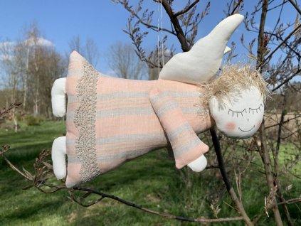 Lněný andílek létací Peach Nougat