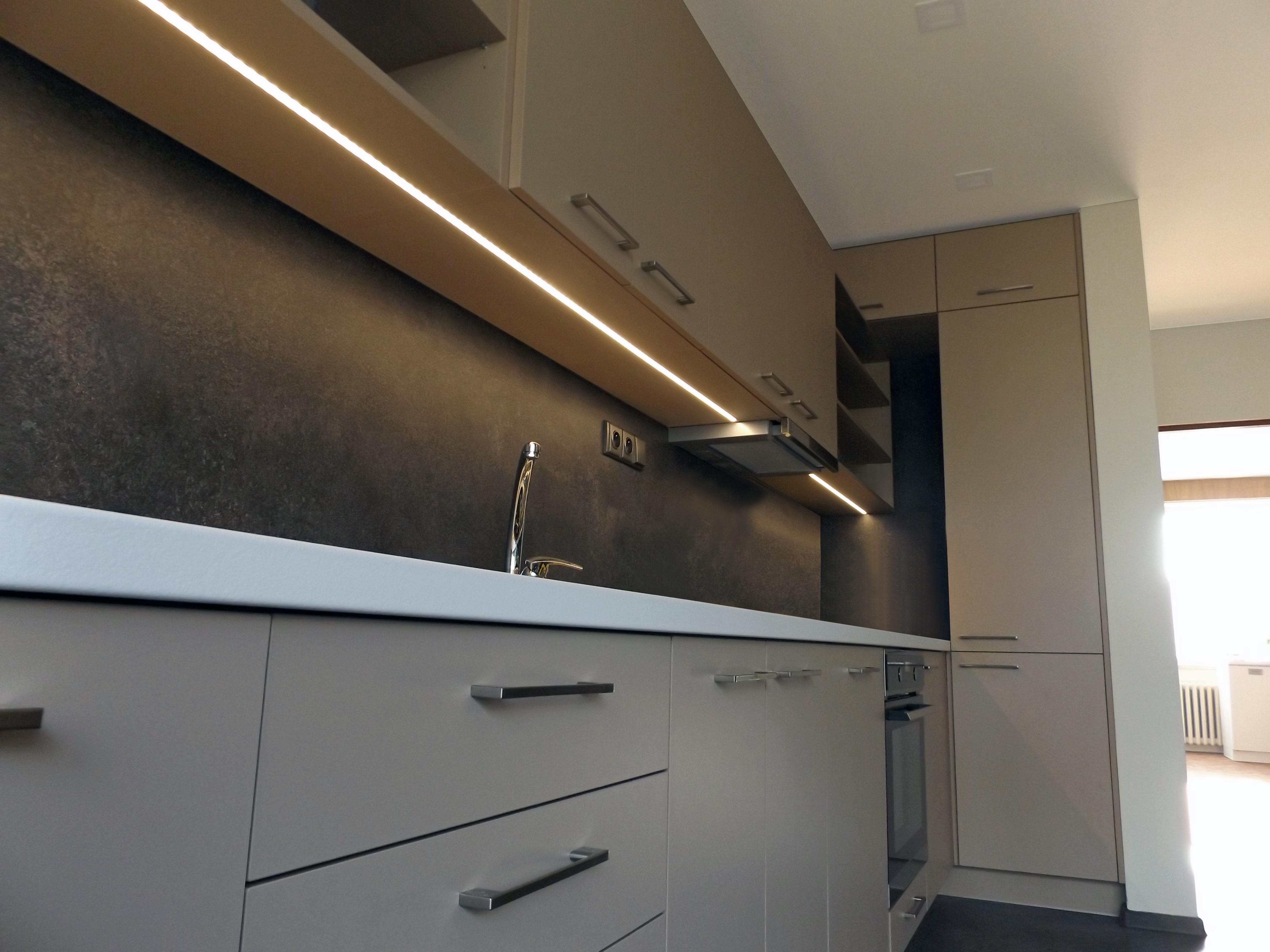 Kuchyňská linka granit / bílá / béžová