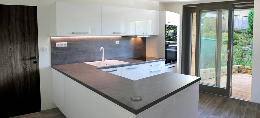 kuchyňská linka kámen / bílý lesk