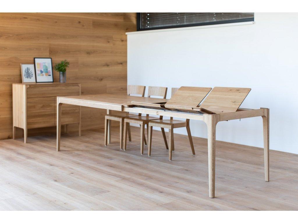 jídelní stoly z masivu