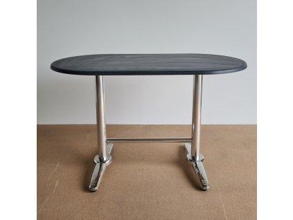 Venkovní stůl