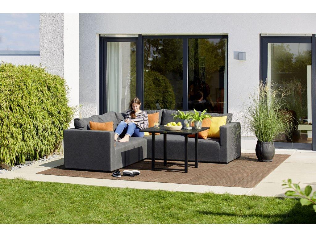 Hartman Oliver zahradní rohová souprava za použití hliníkových konstrukcí a čalounění pomocí QDF pěny a technologie Sunbrella