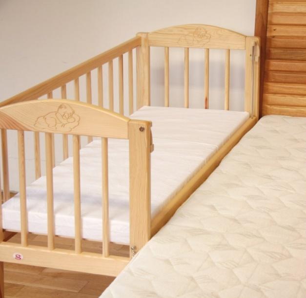postýlky k posteli rodičů