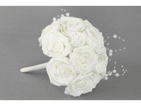 Puget z pěnových růžiček s korálky do ruky , barva bílá, umělá dekorace