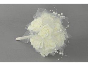 Puget z pěnových růžiček do ruky, barva bílá, umělá dekorace
