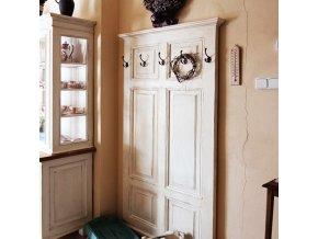 Věšáková stěna bílá s patinou