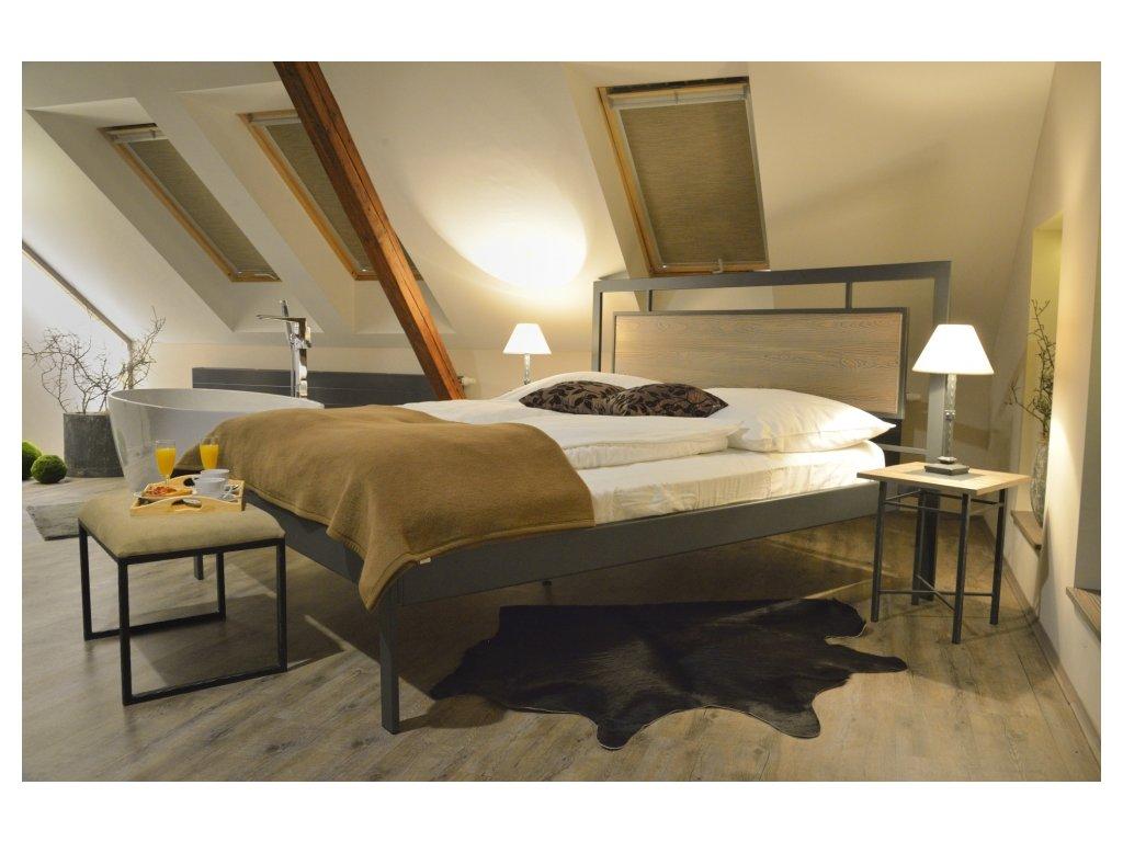 Kovová postel s vloženým dřevem Almeria