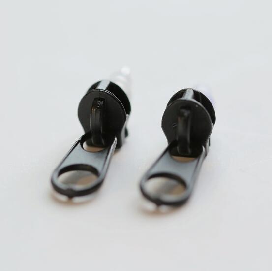 Náušnice ZIP - 3 BARVY Barva: Černá