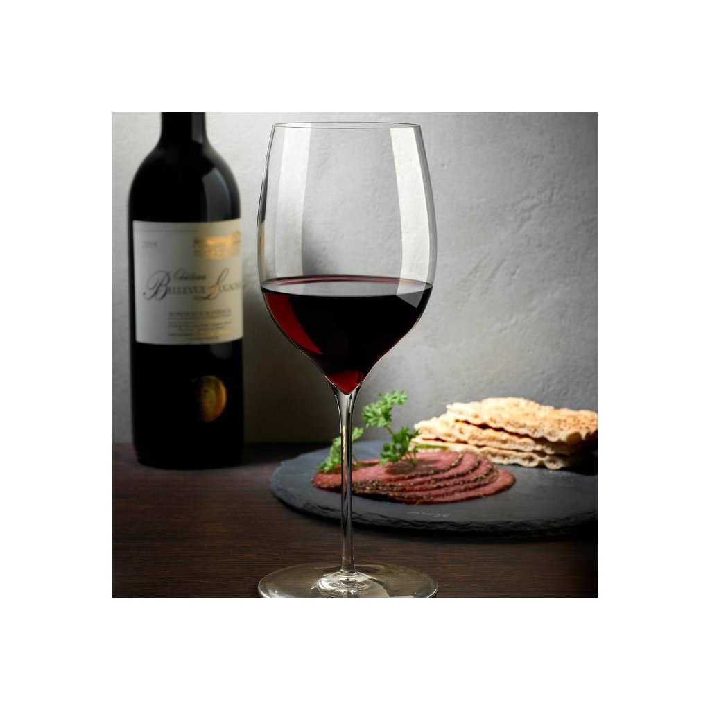 duzenlemeler 0003 Lifestyle Dimple Powerful Red Wine Glass 31913 1050933 700x