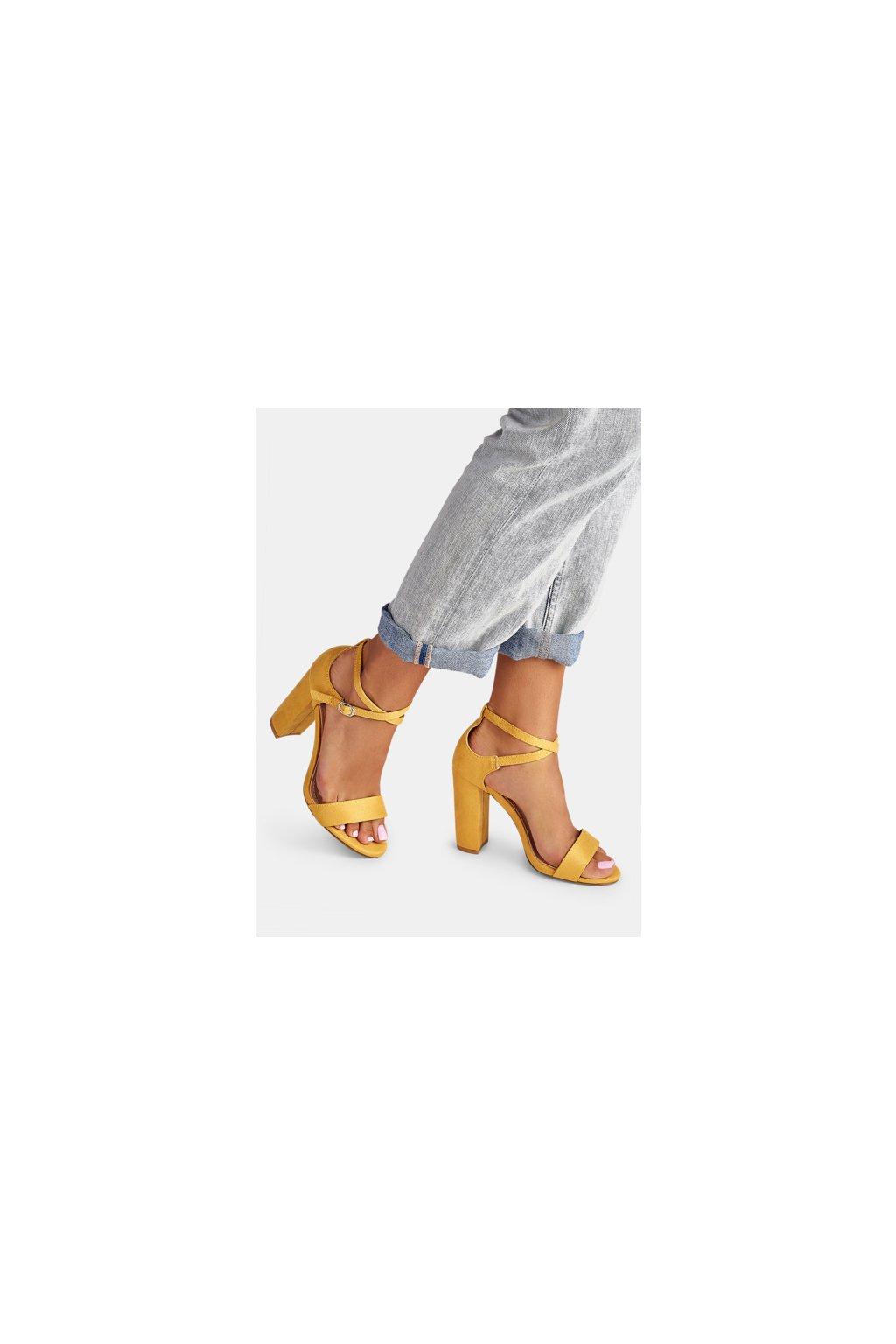 33f0f83498 opatrný anglicky · Žleté sandále na opätku Courie kam vyrazit o víkendu v  ostravě