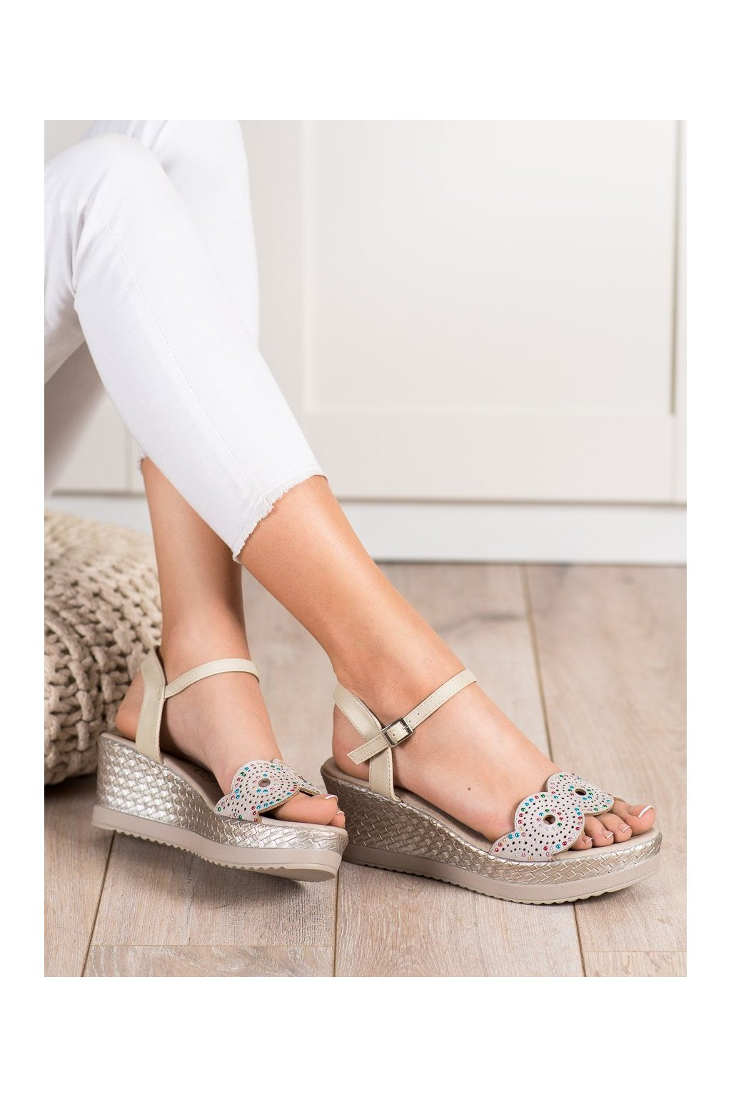 Hnedé sandále na platforme Kylie kod A119-04-02M-TA