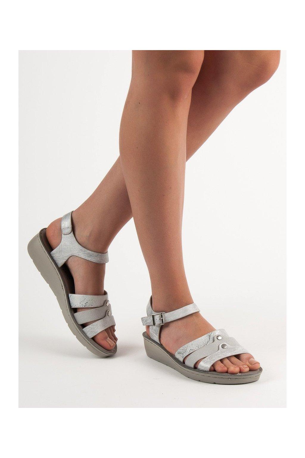 Sivé sandále s plochou podrážkou na platforme Evento kod 9SD98-0978S
