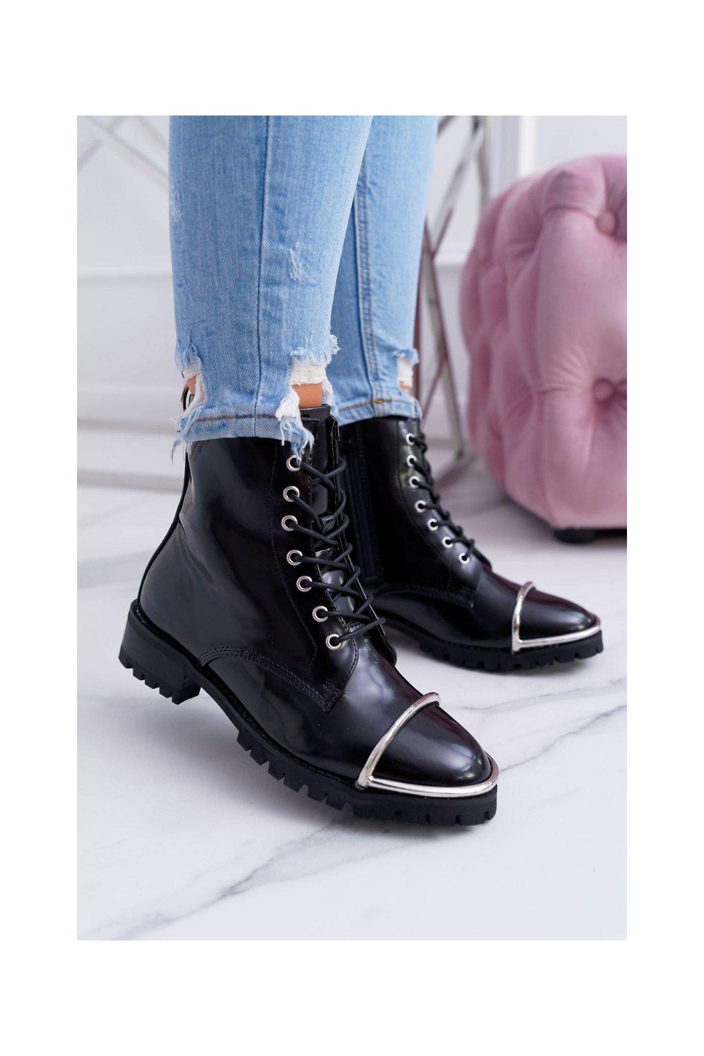 Členkové topánky na podpätku farba čierna kód obuvi XW37343 BLK PU