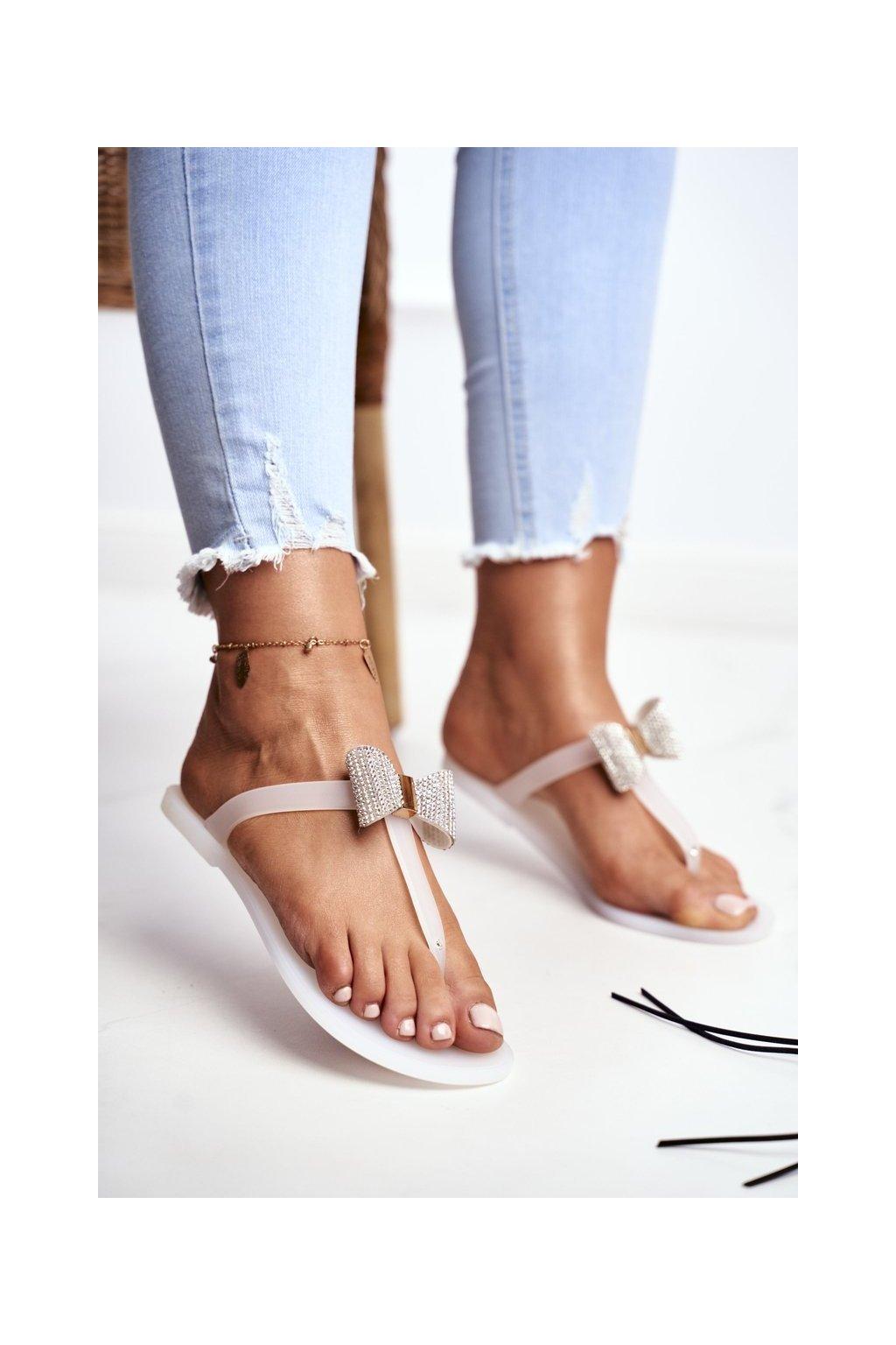 Dámske šľapky farba biela kód obuvi 808 WHITE