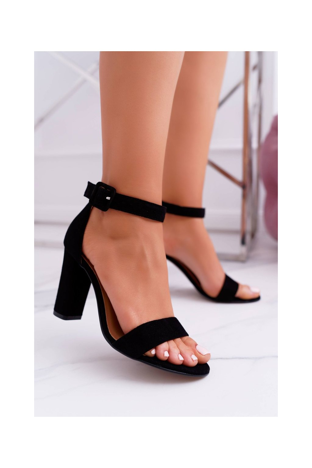 Dámske sandále na podpätku farba čierna kód obuvi 1760 BLK 018