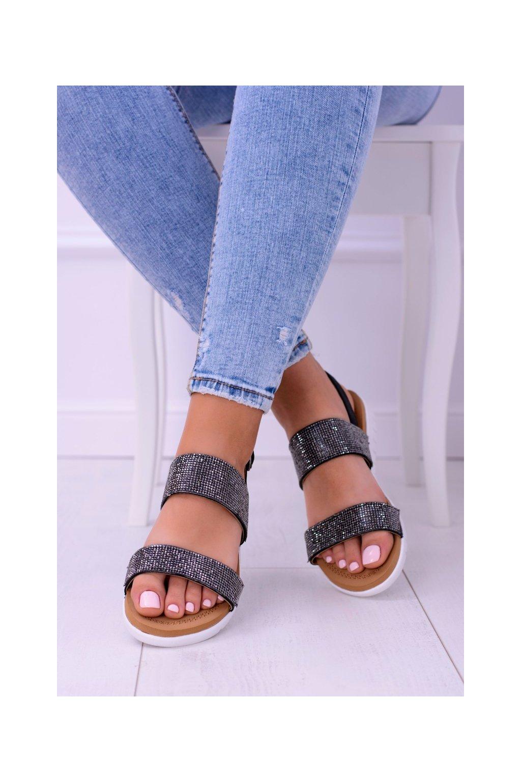 Dámske sandále s plochou podrážkou farba čierna kód obuvi 406-3 BLK