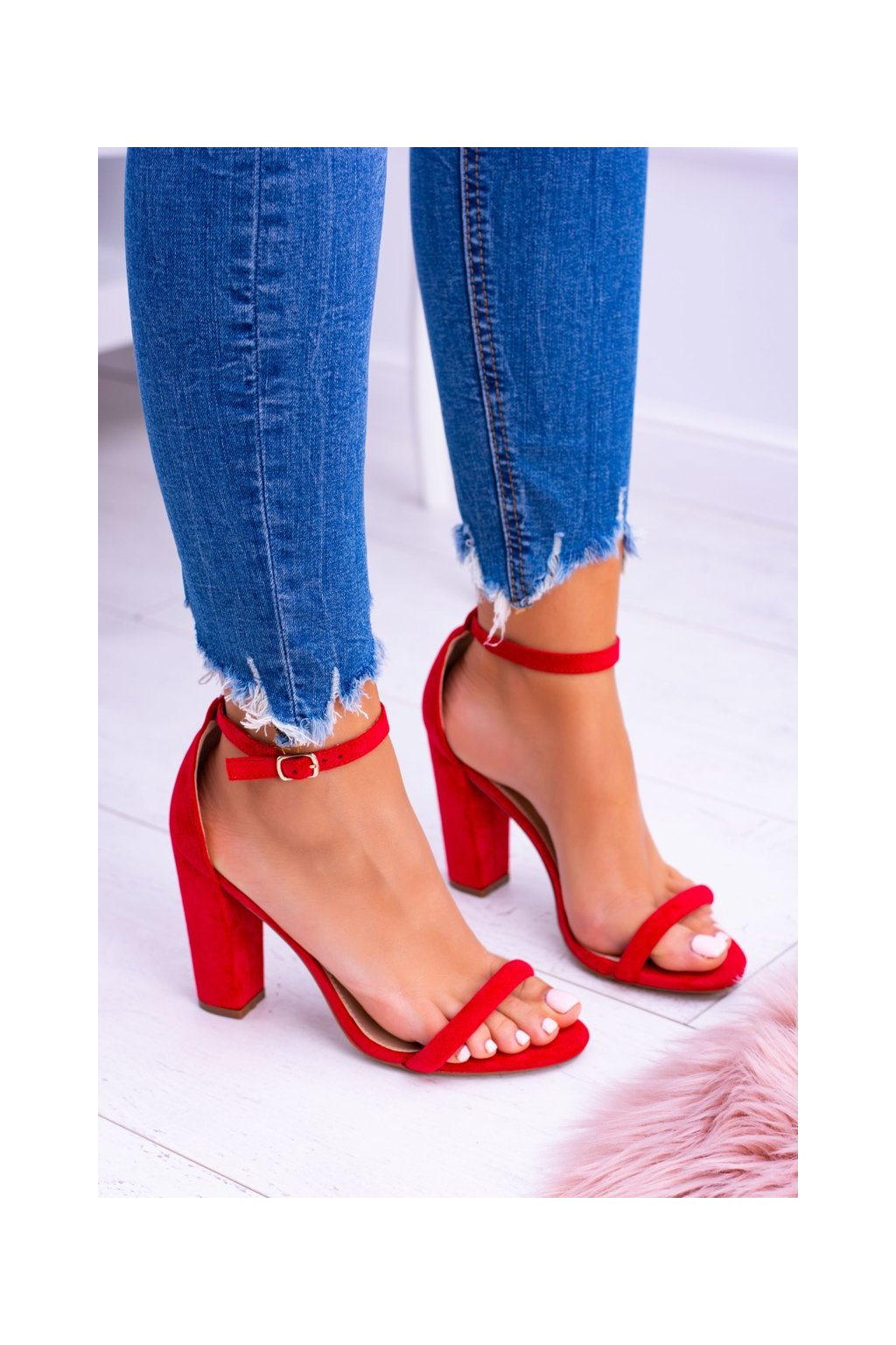Dámske sandále na podpätku farba červená kód obuvi LB-04 RED