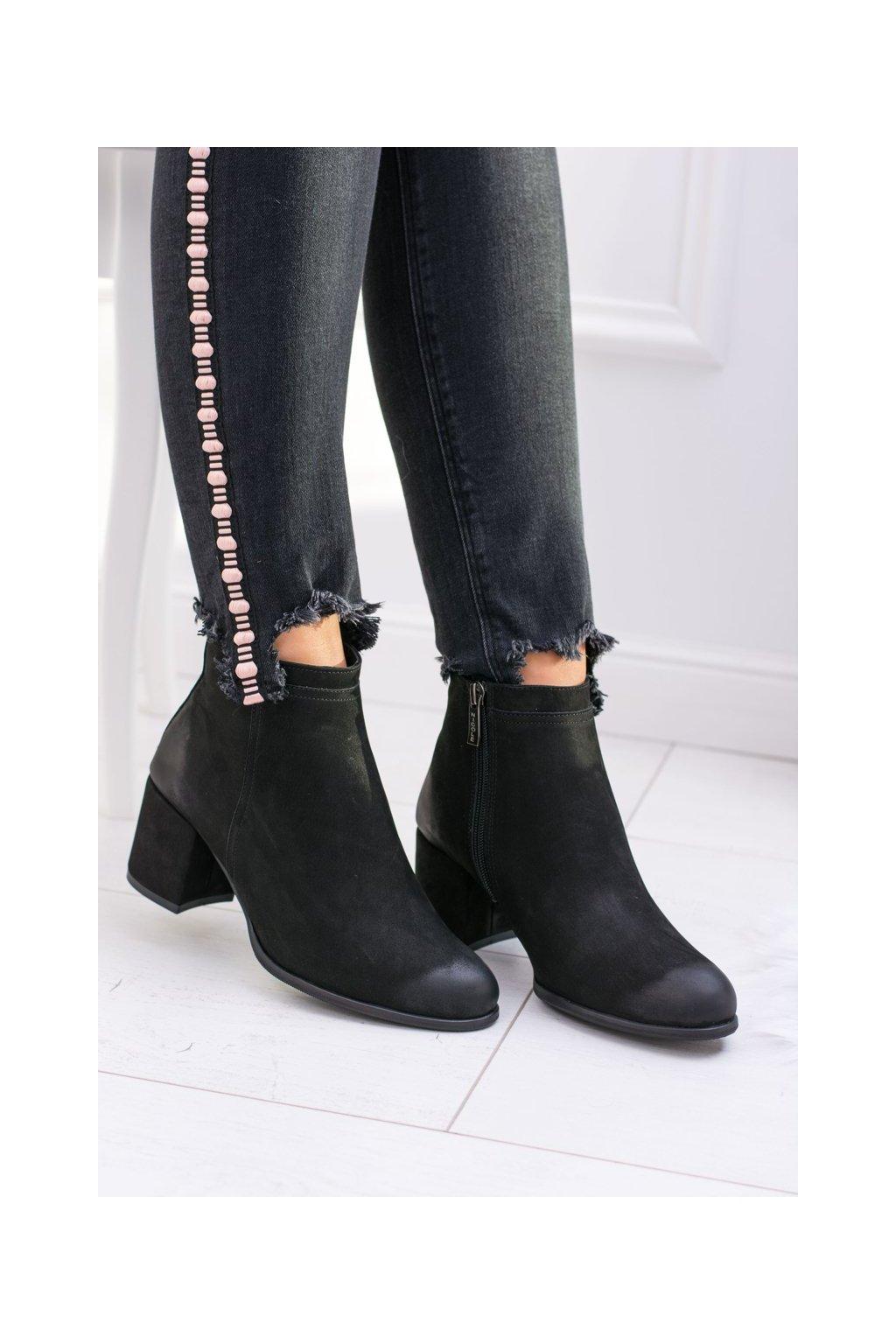 Členkové topánky na podpätku farba čierna kód obuvi 2303 BLK