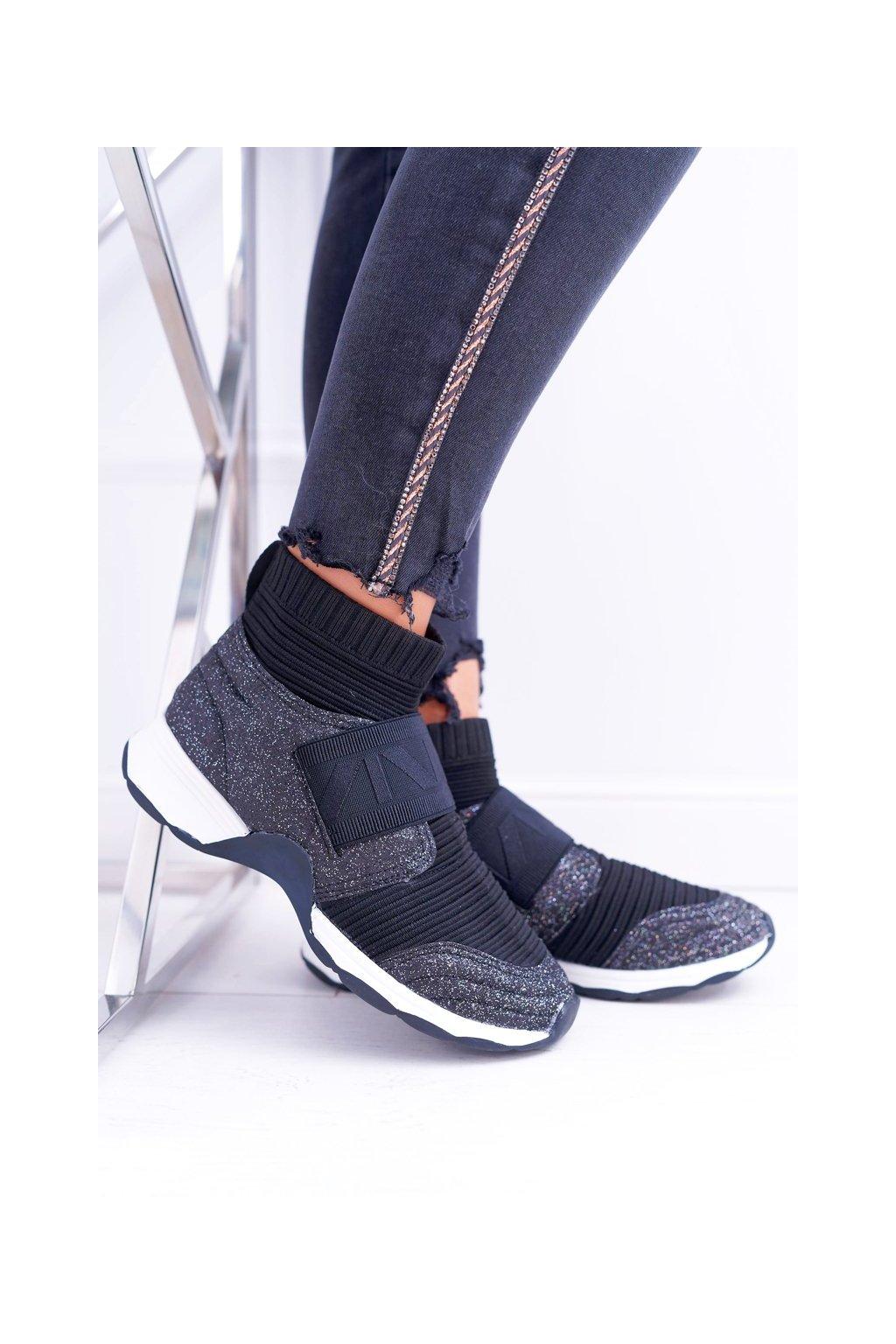 Dámske tenisky farba čierna kód obuvi HT9022 BLK