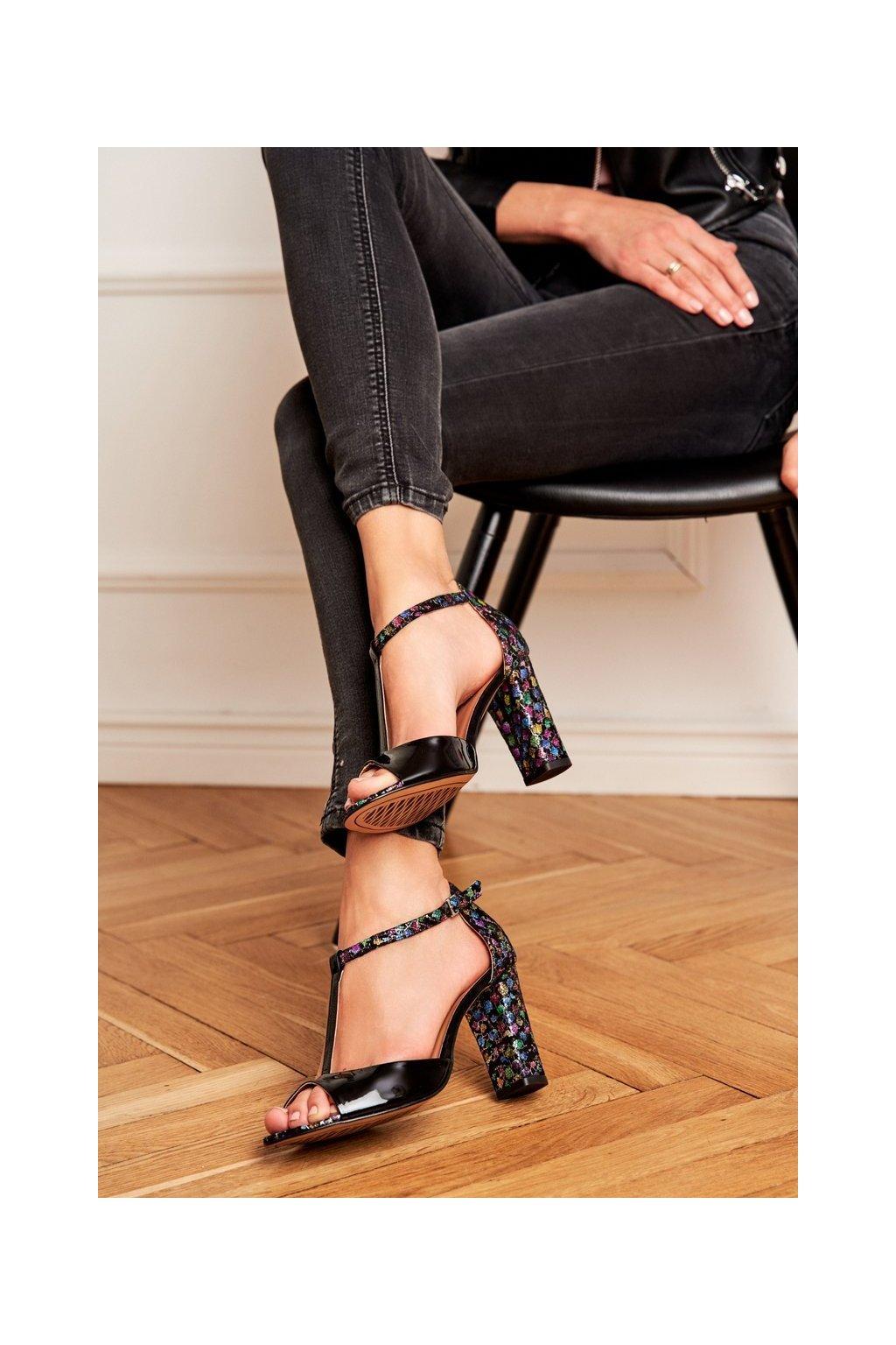 Dámske sandále na podpätku farba čierna kód obuvi 1916 874-418 BLK