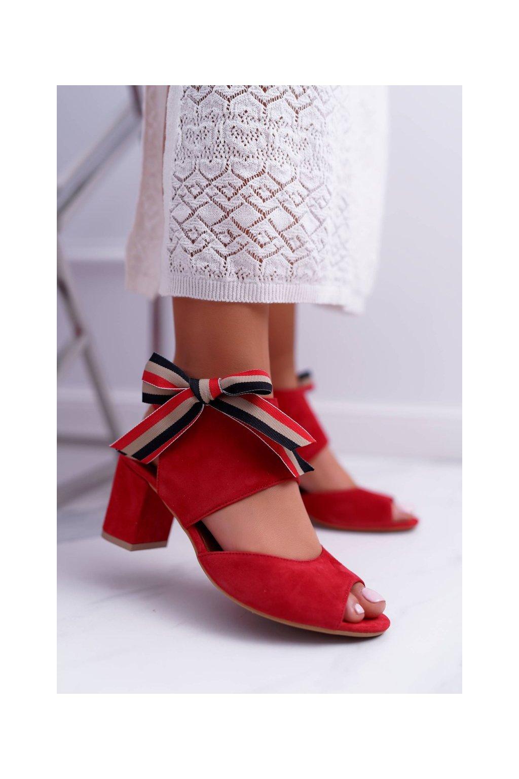 Dámske sandále na podpätku farba červená kód obuvi 04038-08/00-5 RED