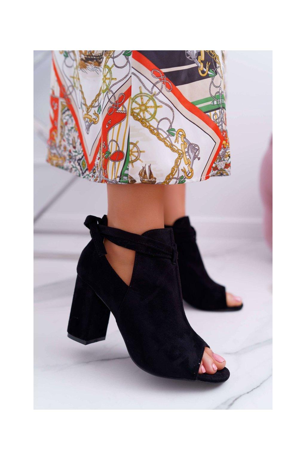 Členkové topánky na podpätku farba čierna kód obuvi YQE19-1751 BLK