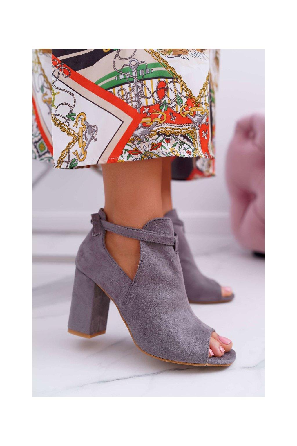 Členkové topánky na podpätku farba sivá kód obuvi YQE19-1751 GREY