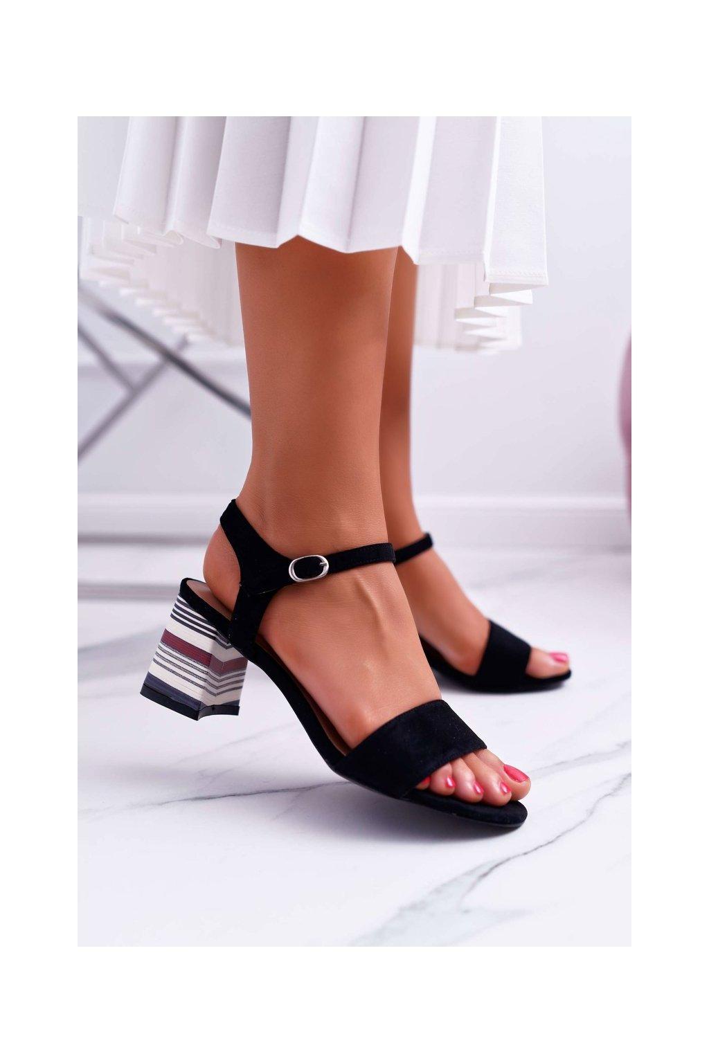 Dámske sandále na podpätku farba čierna kód obuvi LN19-4546 BLK