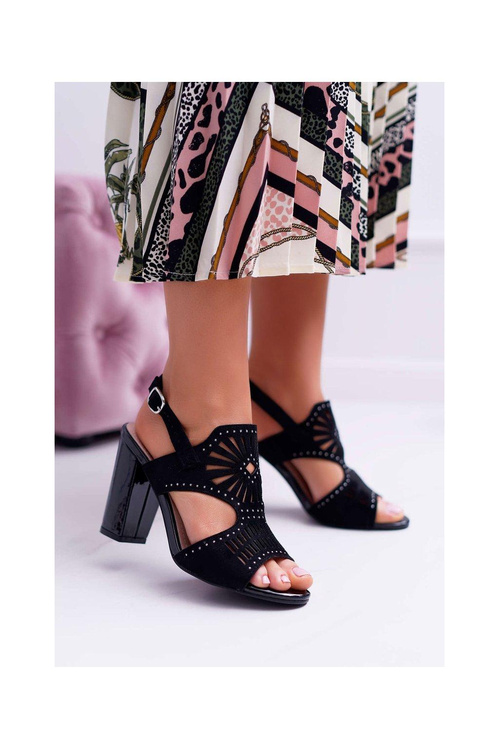 Dámske sandále na podpätku farba čierna kód obuvi SK852 BLK MIC