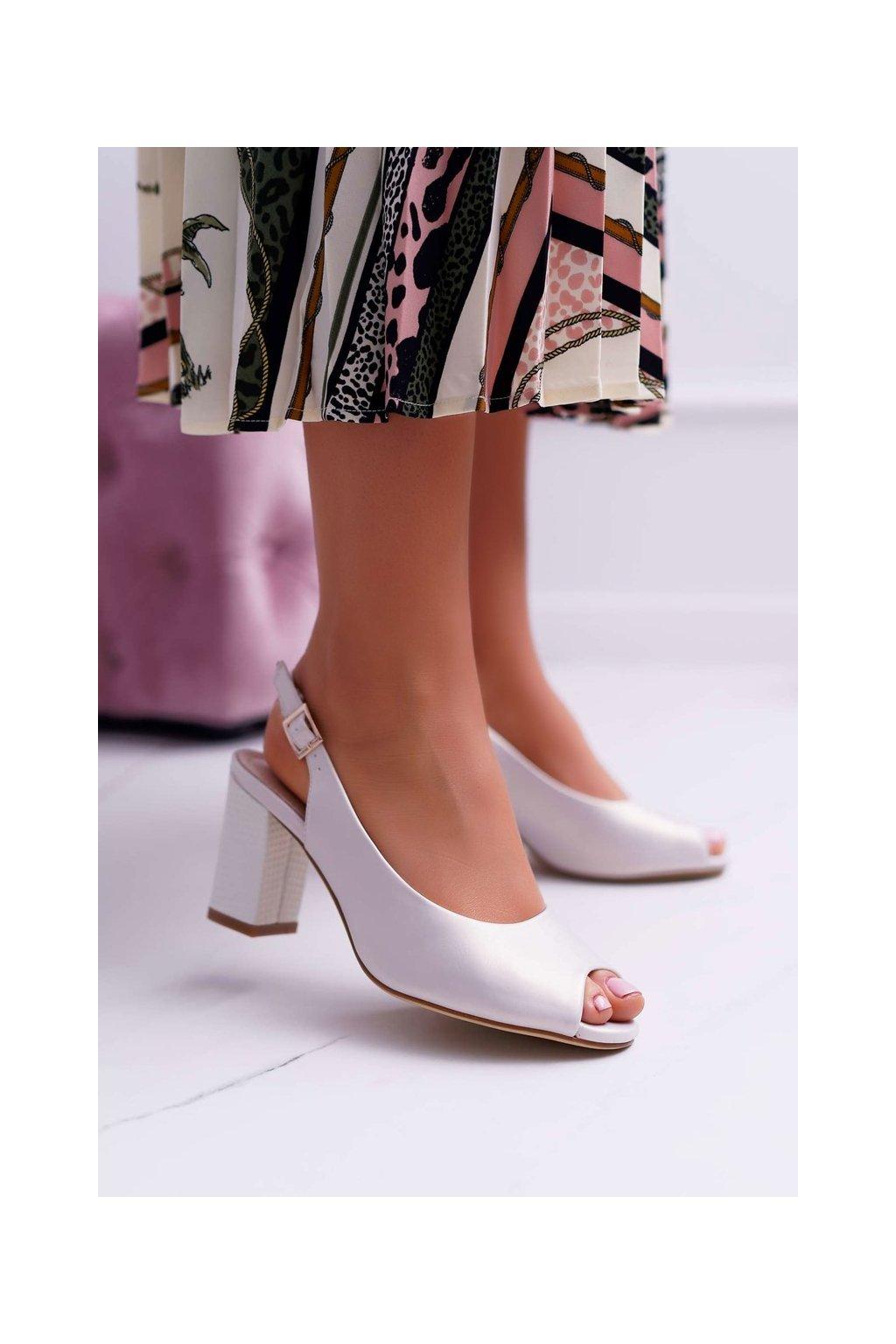 Dámske sandále na podpätku farba hnedá kód obuvi SK765 BEIGE PEARL