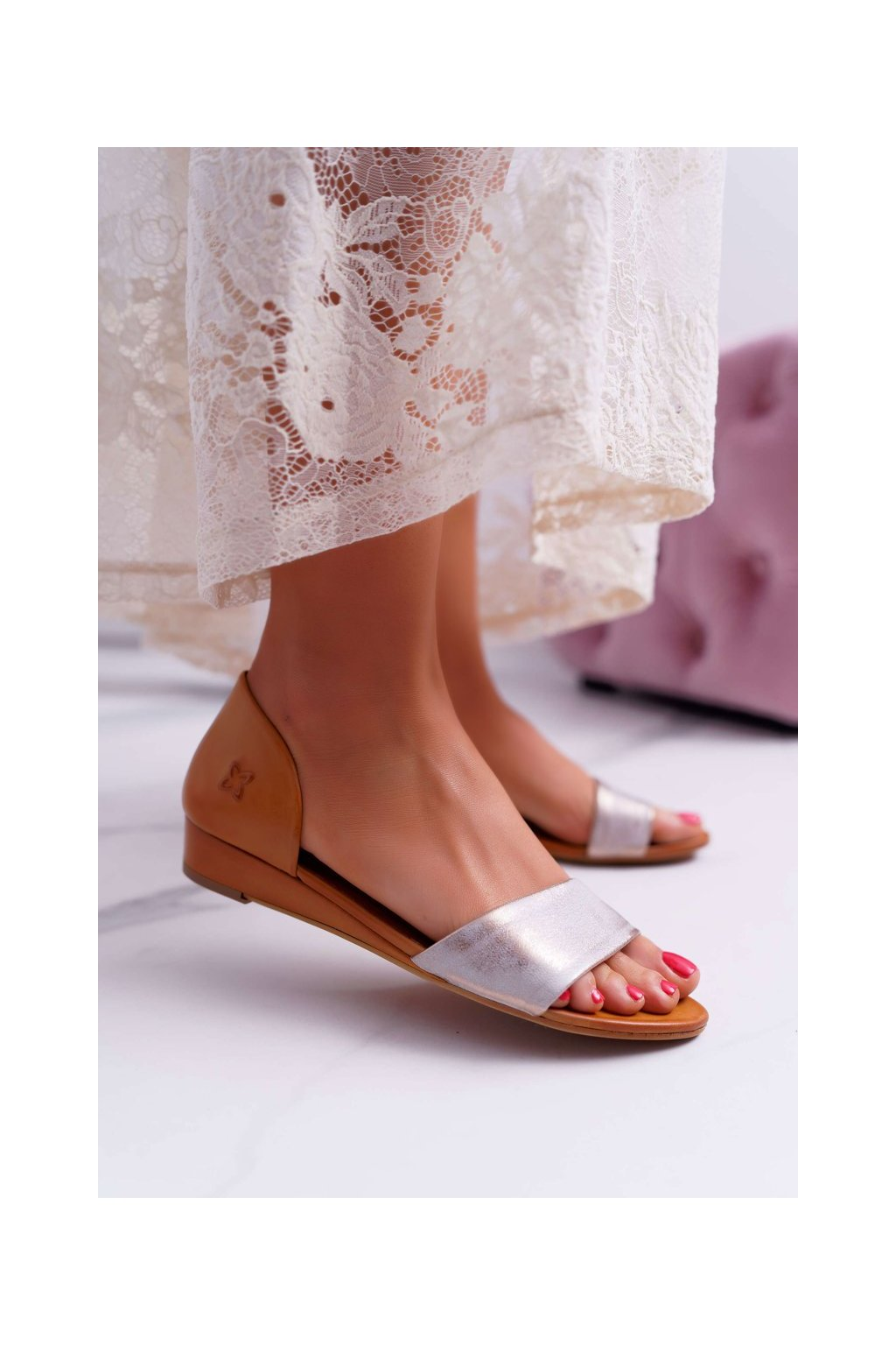 Dámske sandále s plochou podrážkou farba hnedá kód obuvi 01971-45/00-5 GINGER