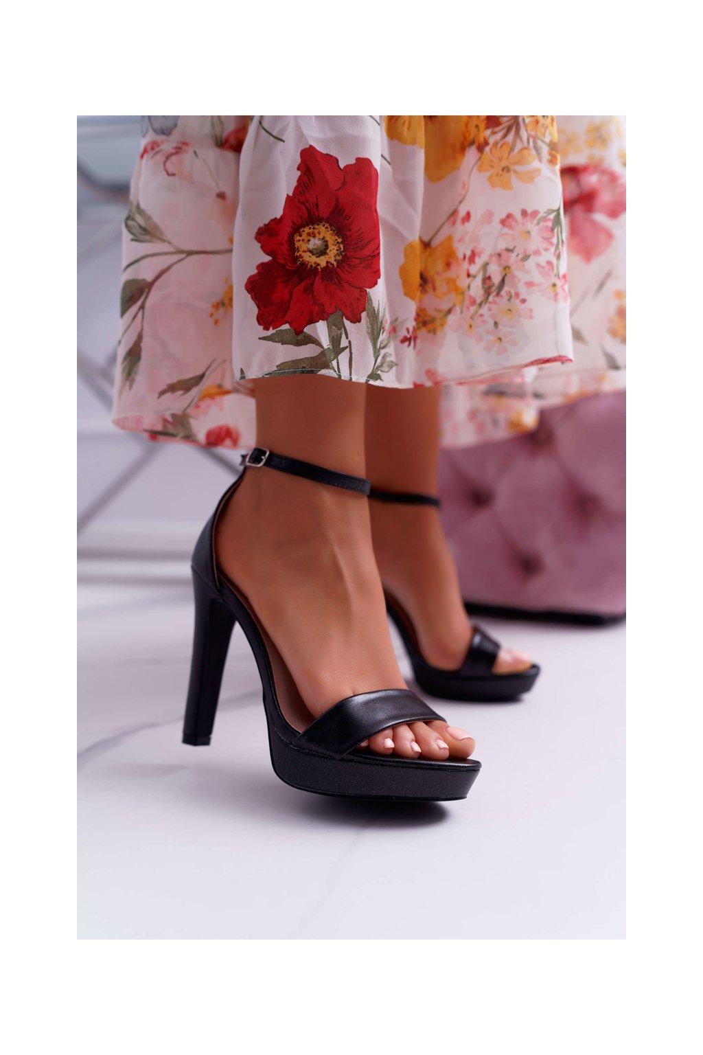Dámske Sandále na podpätku čierne Ellania
