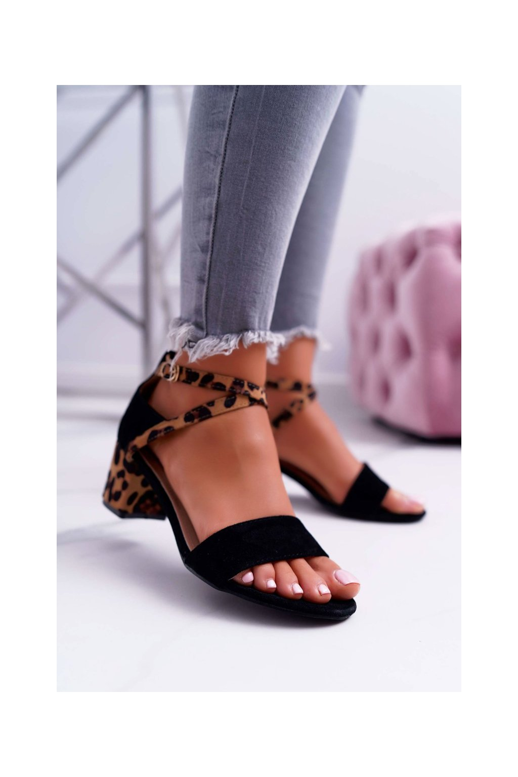Dámske sandále na podpätku farba čierna kód obuvi FC-6711 BLK