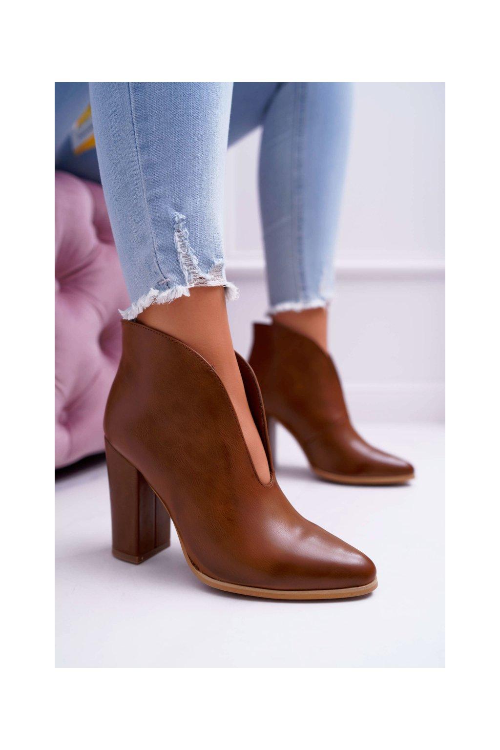 Dámske členkové topánky na podpätku Slip-on s Výřezy hnedé Mantana