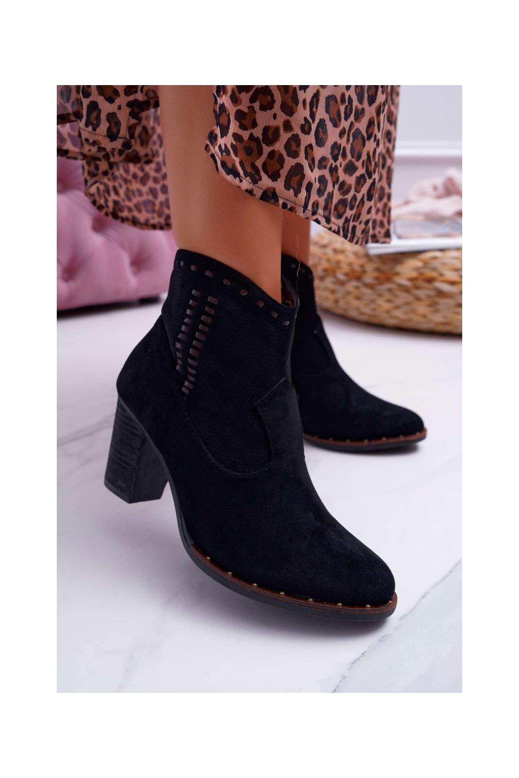 Členkové topánky na podpätku farba čierna kód obuvi JH461 BLK