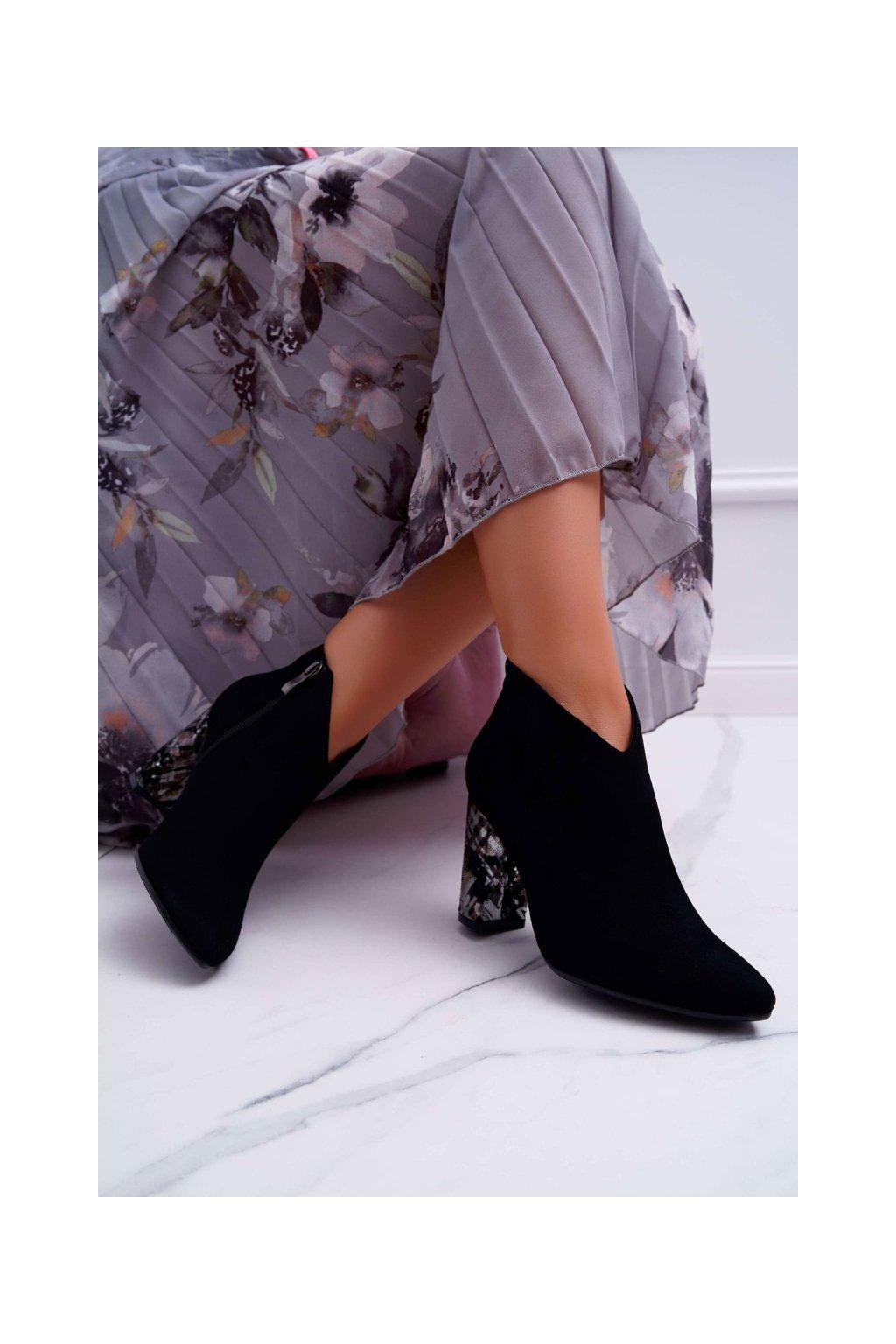 Členkové topánky na podpätku farba čierna kód obuvi 2047 BLK