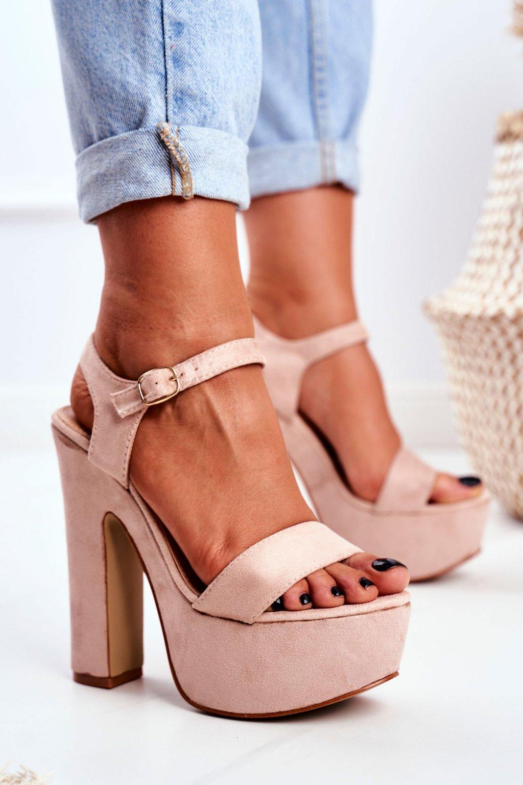 Dámske sandále na platforme farba ružová kód obuvi B12-25 APRICOT