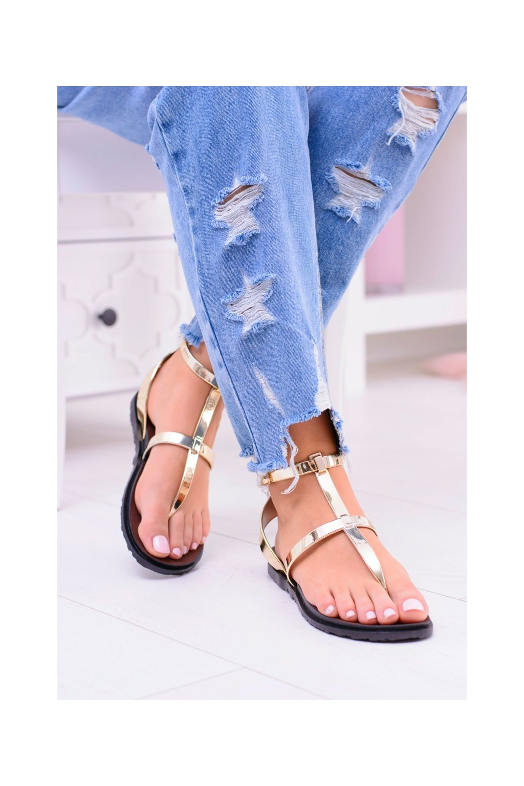 Dámske sandále s plochou podrážkou farba zlatá kód obuvi LS01 GOLD