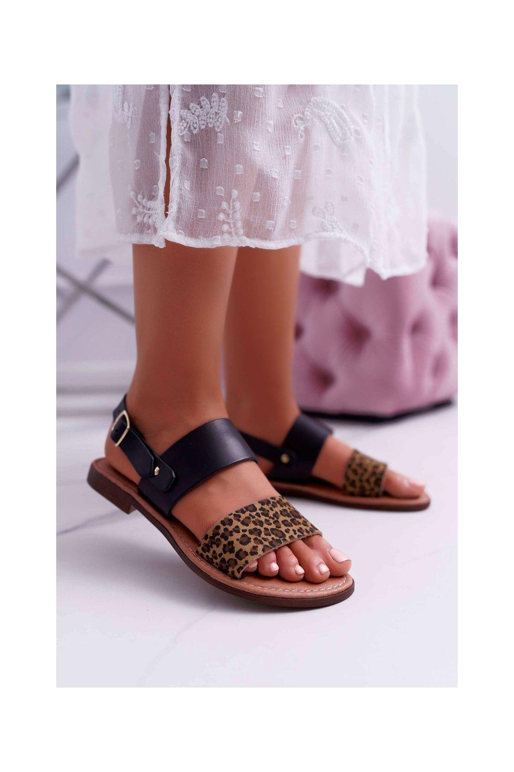 Dámske sandále s plochou podrážkou farba čierna kód obuvi IT001-03/00-0 BLK LEO