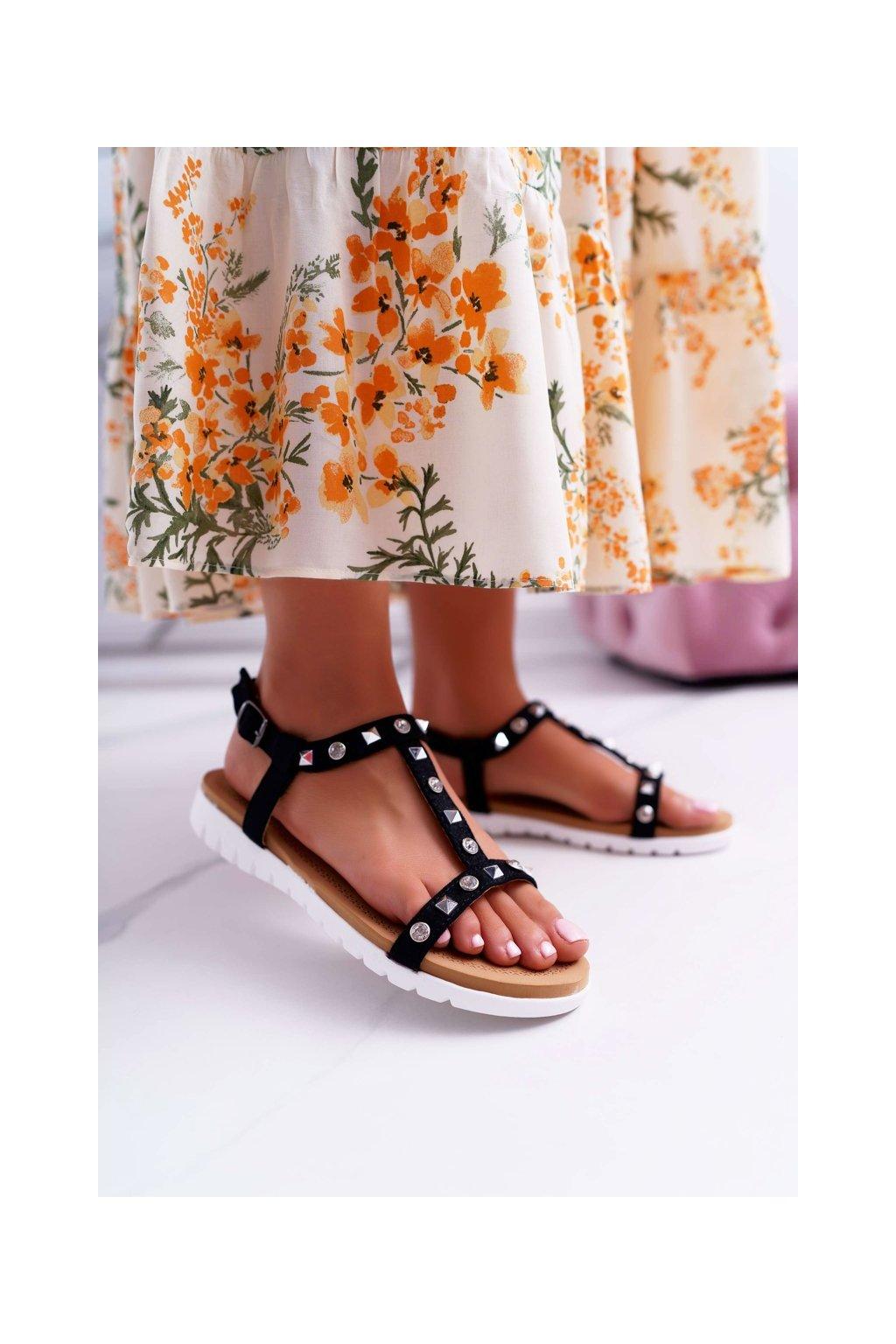 Dámske sandále s plochou podrážkou farba čierna kód obuvi 108-1 BLK
