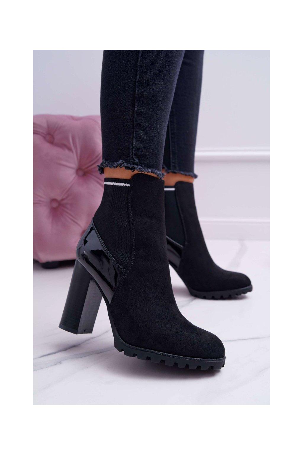 Členkové topánky na podpätku farba čierna kód obuvi M358 BLK