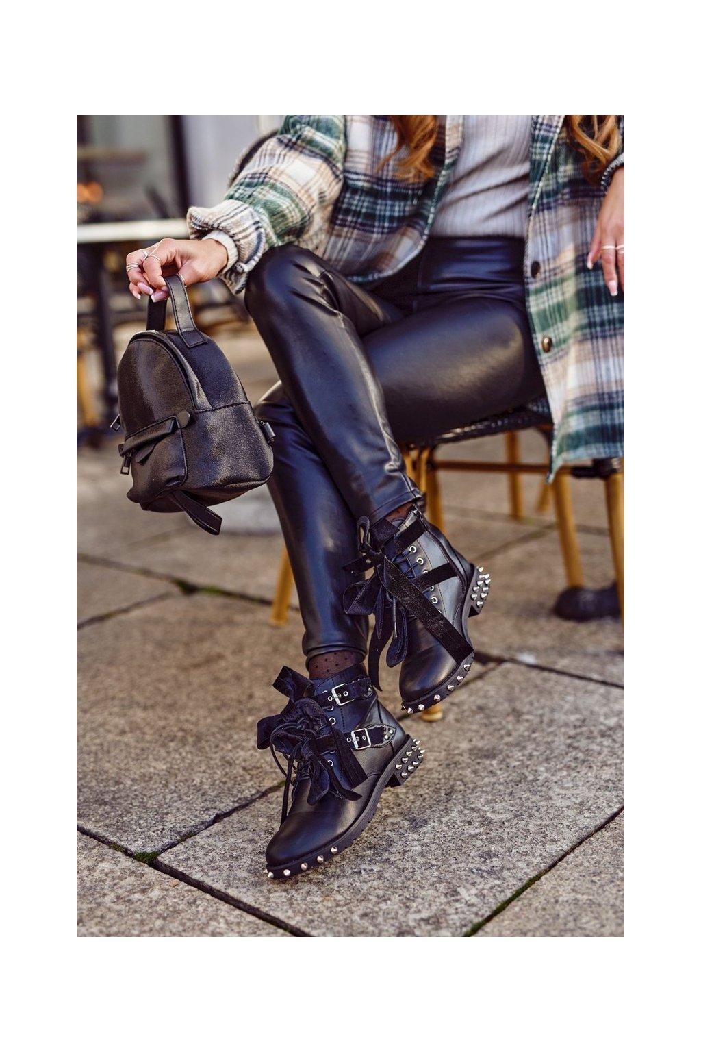 Členkové topánky na podpätku farba čierna kód obuvi YF5702 BLACK